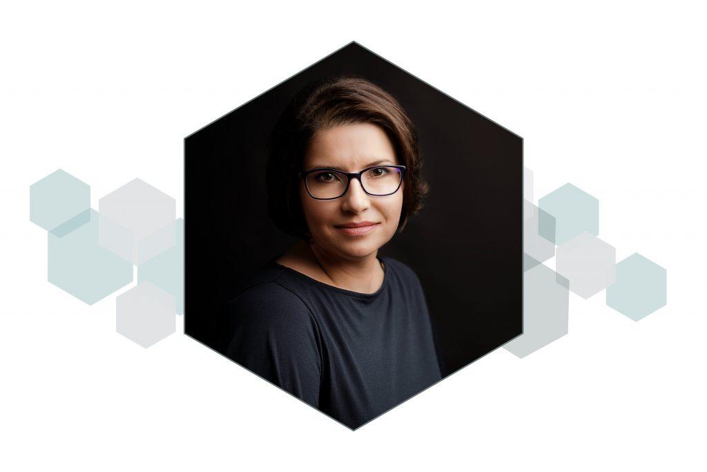 GABRIELA ÎNSURĂȚELU – Atelierul de alb / Lumini de studio (AVANSAȚI)